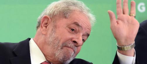 Ex-presidente Lula concorreria pelo PT (Partido dos Trabalhadores) para presidente da República.