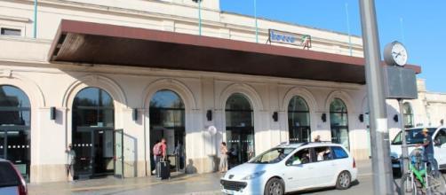 Lecce, rissa vicino la stazione: 20 persone coinvolte, un uomo ferito alla gola