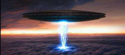 Lunedì sera molti cittadini di Roma sud hanno osservato in cielo tre strane sfere di luce ed è subito scattata la suggestione 'Ufo'.
