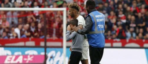Neymar est heureux d'avoir pu donner son maillot à un jeune homme au Roazhon Park
