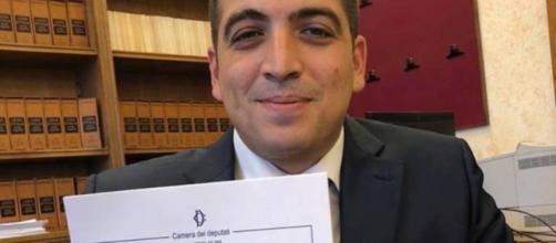 Pensioni, approda in Commissione Lavoro alla Camera ddl su tagli assegni d'oro, post del deputato Perconti (M5s) su Facebook