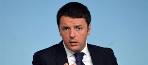 Matteo Renzi accusa Casalino e il governo di aver organizzato un tifo da stadio durante i funerali di Genova