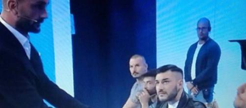 Nicola Panico si scusa con Luigi Mastrangelo sotto gli occhi di Lorenzo Riccardi