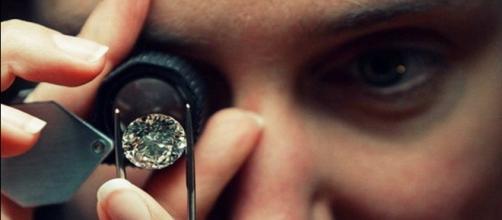 Truffa dei diamanti, continuano le denunce