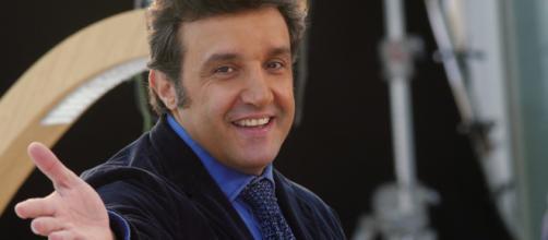 Difficle far dimenticare fabrizio Frizzi: Flavio Insinna non convince alla conduzione de l'Eredità