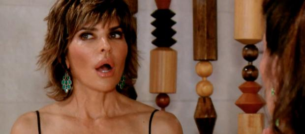 Lisa Rinna appears on an episode of 'RHOBH.' [Photo via Bravo/YouTube]