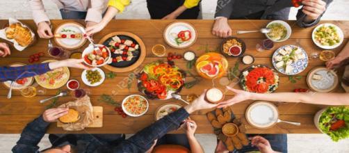10 alimentos que você deve evitar para viver mais (Imagem: Reprodução/123RF)