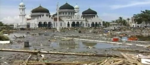 Indonesia, Tsunami si abbatte dopo il terremoto: l'allarme era rientrato, ci sono dispersi