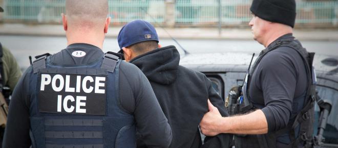 Operativo del Servicio de Inmigración y Control de Aduanas de EUA dejó 330 arrestos