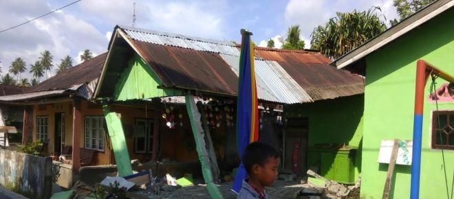Terremoto seguido de tsunami atinge ilha indonésia de Sulawesi