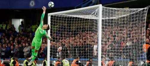 Kepa se esticou todo, mas não evitou o gol de empate do Liverpool