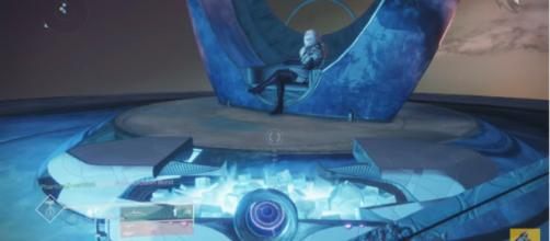 Mara Sov at the Queen's Court. [Image source: xHOUNDISHx/YouTube]