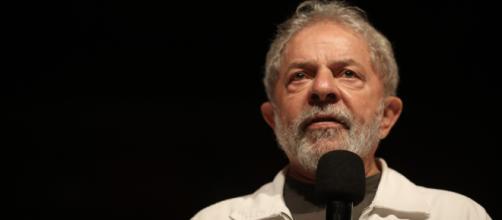 Mesmo inelegível, Lula dá 'trabalho' ao TSE I Galeria BN