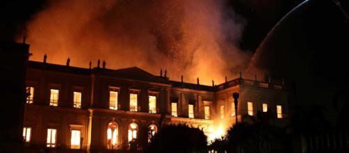 Museu Nacional, no Rio de Janeiro, pega fogo na noite deste último domingo