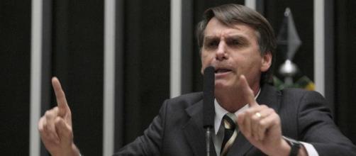 Bolsonaro é conhecido e criticado por declarações polêmicas contra mulheres e gays (Foto: Notícias ao Minuto)