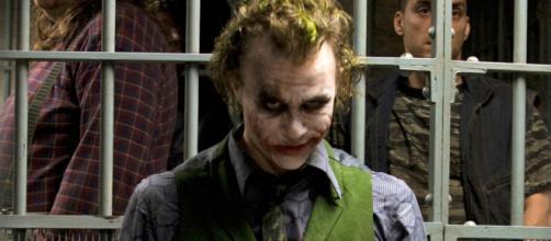 Heath Ledger como o Coringa em Batman - O Cavaleiro das Trevas.