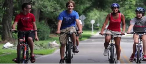 Top 10 Health Benefits Of Cycling Everyday. [Image courtesy –Health Care Tips YouTube video]