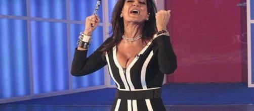 Aida Nizar fuori di seno in tv