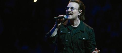 Bono se queda sin voz durante un concierto en Berlín