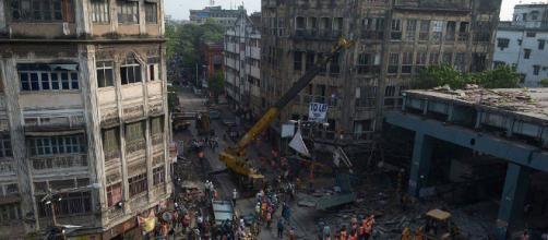 Calcutta, crolla un viadotto in città: ci sarebbero morti e feriti