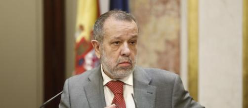 El Defensor del Pueblo pide a la Generalitat quitar las tiras amarillas del sector público
