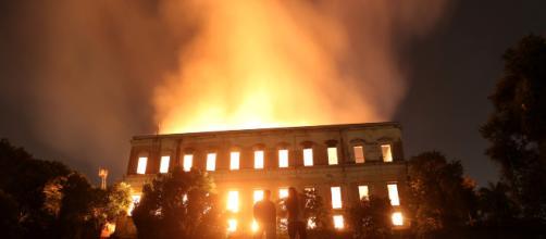 """BRASIL/ El Museo Nacional está devastado por el fuego: """"Perdidos 200 años de historia"""""""