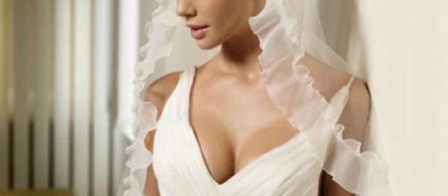 La provocazione di Don Bobbo: una 'tassa' sugli abiti da sposa particolarmente succinti.