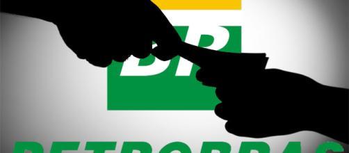 Petrobras anuncia aumento do preço do combustível nas refinarias.