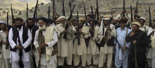 Talibanes ofrecen diálogos de paz