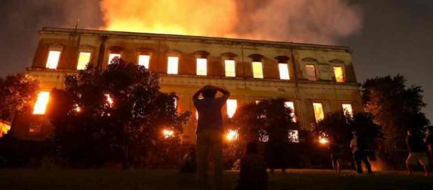 Incendie de Rio de Janeiro : le Musée national du Brésil vieux de 200 ans a péri sous les flammes.