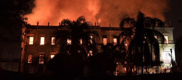 BRASIL/ El Museo Nacional de Río de Janeiro es consumido por las llamas