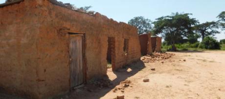 Escombro da antiga escola antes do seu total desabamento
