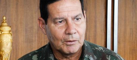 Mourão vai contra fala de Bolsonaro.