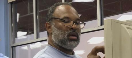 """""""The Cosby Show"""" actor Geoffrey Owens was job-shamed by the Mirror Online and Fox when spotted working at a till. [Image Inside Edition/YouTube]"""