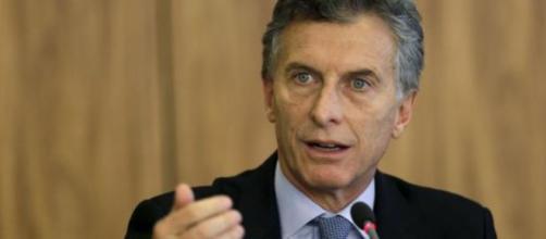 El presidente de argentina anuncia nuevas medidas de ajuste fiscal para tratar de reducir la crisis económica