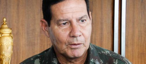 General Mourão contradiz Jair Bolsonaro