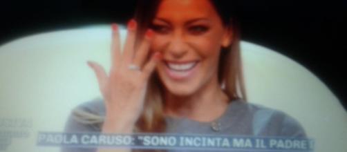 Karina Cascella ha mostrato l'anello di fidanzamento durante Pomeriggio 5