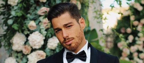 Luca Vezil in abito per il matrimonio