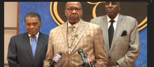 Pasor Jasper Williams Jr. stands by the statements he made at Aretha Franklin's funeral. [Image Source: 11 Alive - YouTube]