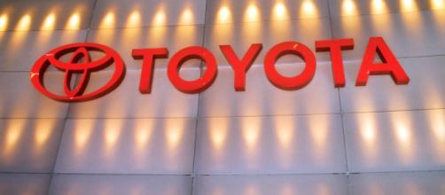 Toyota richiama un milione di auto ibride: rischio incendio per le vetture.