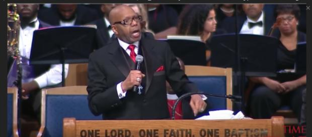 Pastor Jasper Williams Jr. stands by offensive statements made at Aretha Franklin's funeral. [Image Source: Detroit Local - YouTube]
