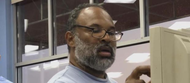 """The Cosby Show"" actor Geoffrey Owens was job-shamed by the Mirror Online and Fox when spotted working at a till. [Image Inside Edition/YouTube]"