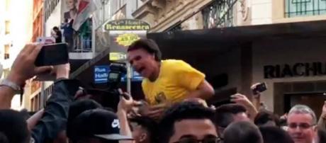 Jair Bolsonaro é atacado a faca em Minas.