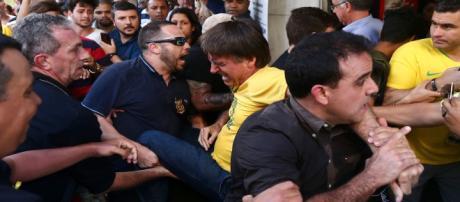 Jair Bolsonaro levou facada durante campanha em Minas Gerais