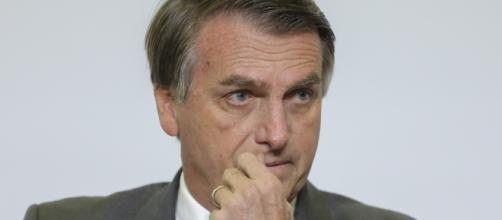 Jair Bolsonaro é esfaqueado enquanto fazia campanha