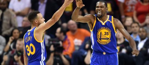 Les Golden State Warriors, encore grandissimes favoris à leur succession.