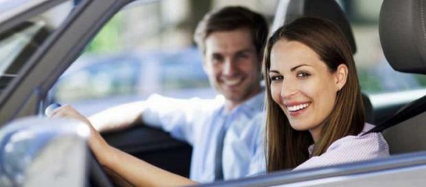 Estudo britânico conclui que mulheres dirigem melhor que os homens (Foto: Seguro Notícias)