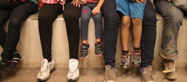 Joven salvadoreña de 22 años es separada de sus padres por inmigración y podría ser deportada