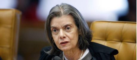 Cármen Lúcia repudia ataque contra Bolsonaro