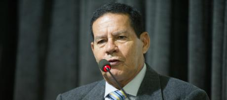 General Mourão critica Dilma Rousseff após ela ter comentado atentado contra Bolsonaro
